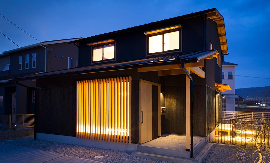 焼杉×本漆喰 和モダンの家