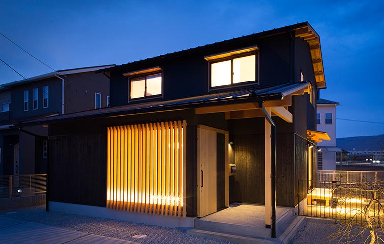 焼杉×本漆喰 和モダンの家1