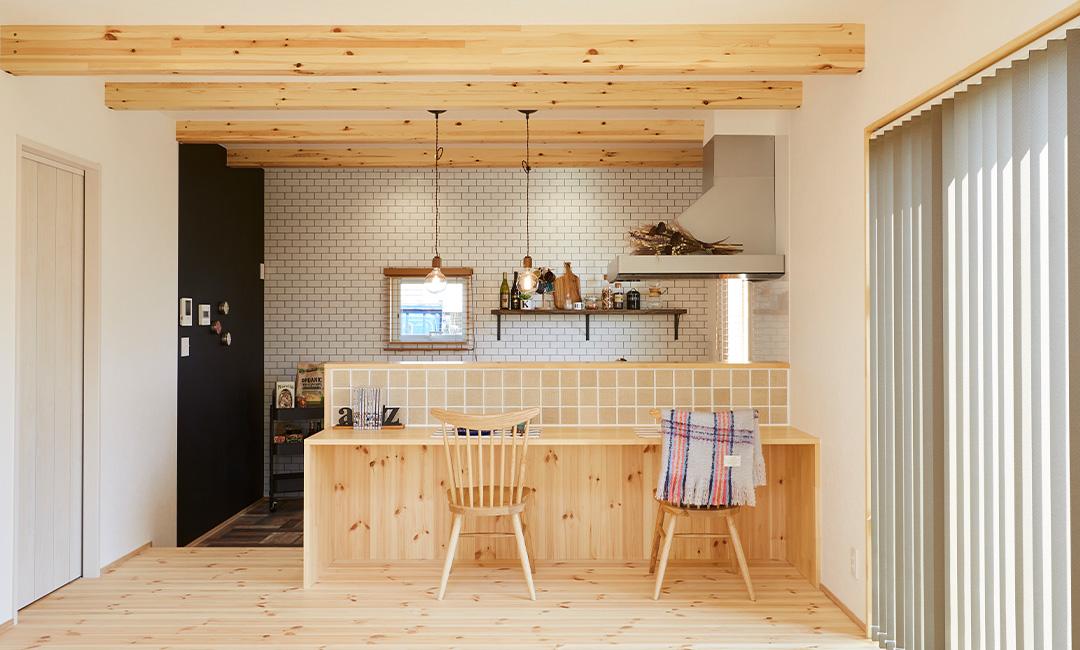 猫と暮らすカフェスタイルの2階建て