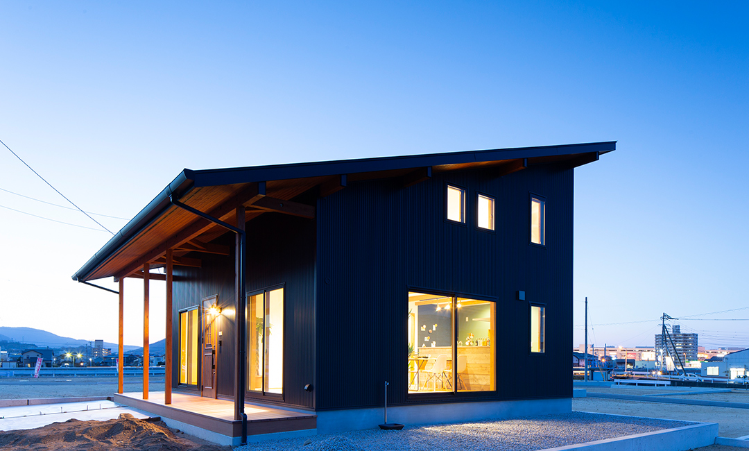 BLACKなカッコいい「平屋+α」な家