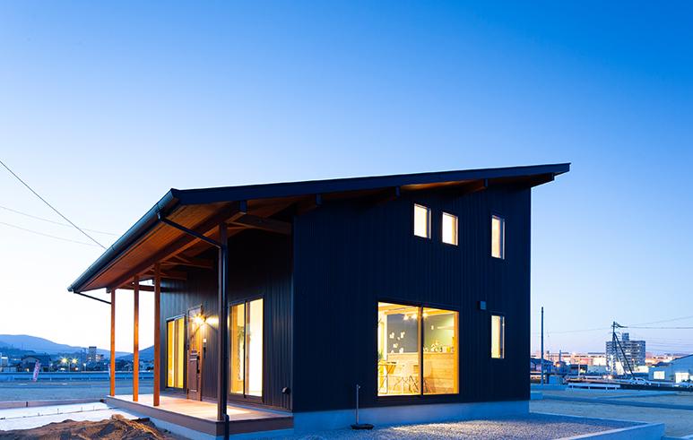 BLACKなカッコいい「平屋+α」な家1