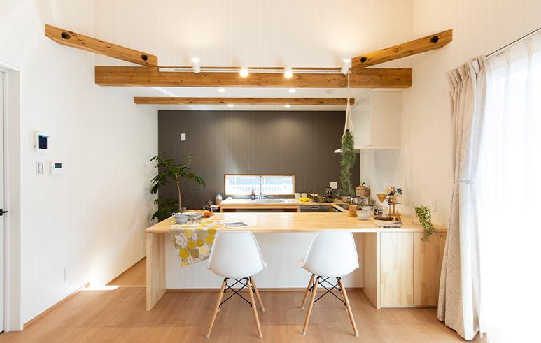 ワンちゃんと暮らすコの字型キッチンが主役の「Cafe House」2